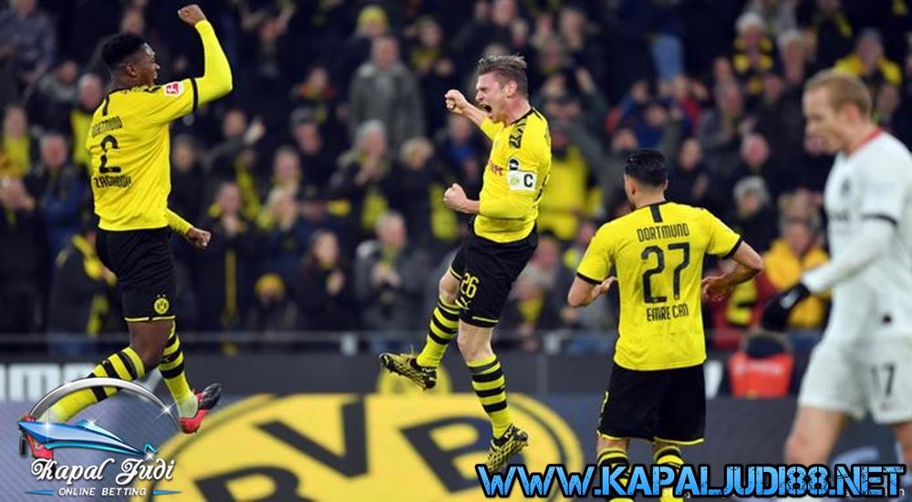 Borussia Dortmund Mengamuk dan Bantai Paderborn