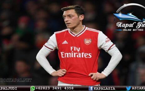 Oezil Mengapa Tidak Disukai Para Pemain Arsenal?